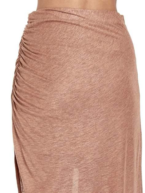 Brązowa spódnica maxi z drapowaniem i rozporkiem z boku                                   zdj.                                  7
