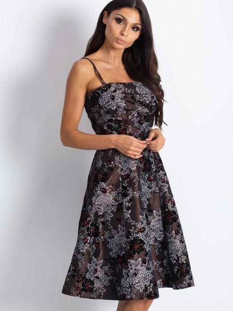 Brązowa sukienka koktajlowa z kwiatowym motywem                              zdj.                              3