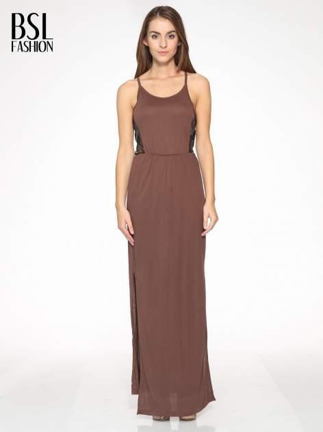 Brązowa sukienka maxi na ramiączkach z koronkowym tyłem
