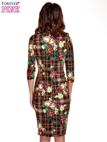 Brązowa sukienka w kratę z kwiecistym nadrukiem                                   zdj.                                  4