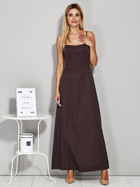 Brązowa sukienka wieczorowa z drapowaniem                              zdj.                              1