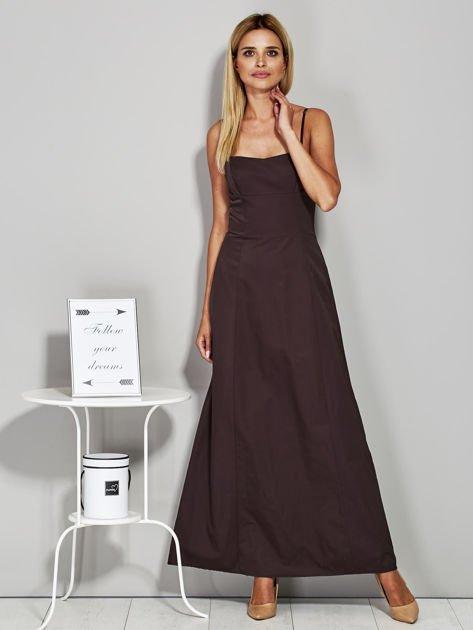 Brązowa sukienka wieczorowa z drapowaniem                              zdj.                              4