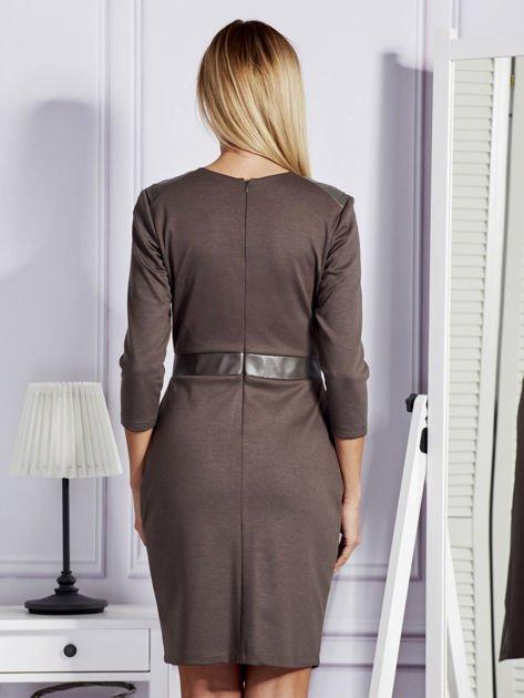 Brązowa sukienka ze skórzanymi modułami                                  zdj.                                  2