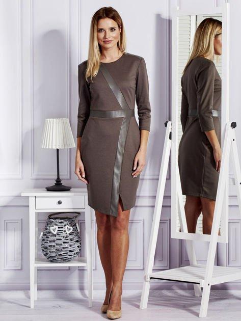 Brązowa sukienka ze skórzanymi modułami                                  zdj.                                  4