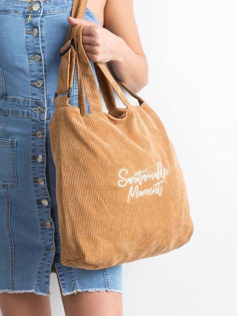 Brązowa sztruksowa torba z napisem                              zdj.                              2