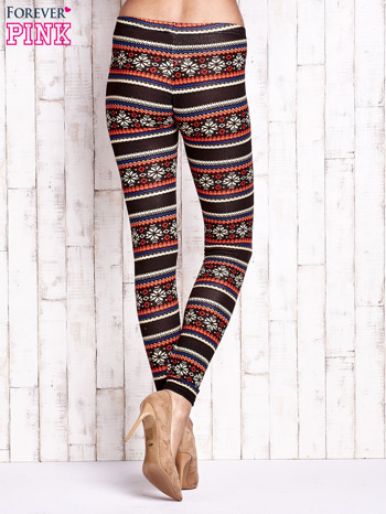 Brązowe legginsy z zimowym nadrukiem                                  zdj.                                  2