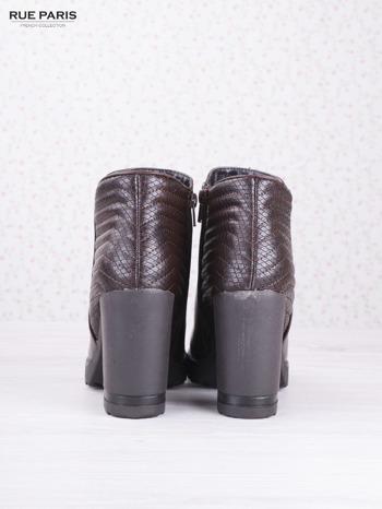 Brązowe skórzane botki Mia z gumkowaną wstawką i pikowanym tyłem na słupku                                  zdj.                                  4