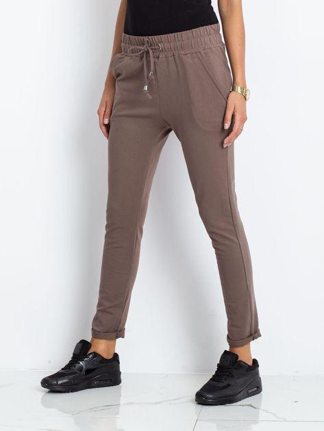 Brązowe spodnie Cadence                              zdj.                              3