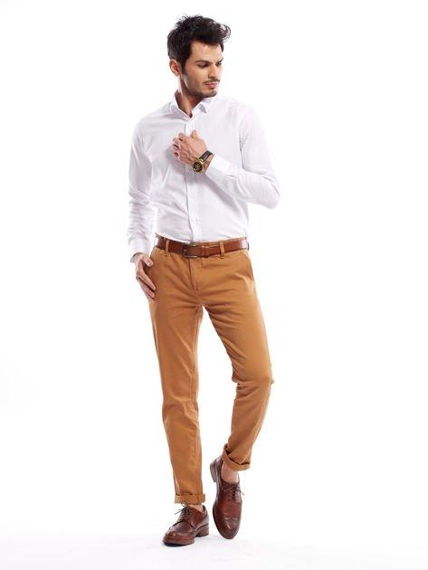 Brązowe spodnie męskie chinosy o prostym kroju                              zdj.                              6
