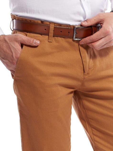 Brązowe spodnie męskie chinosy o prostym kroju                              zdj.                              8