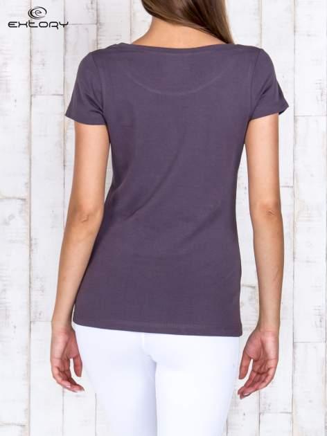 Brązowy damski t-shirt sportowy basic PLUS SIZE                                  zdj.                                  4