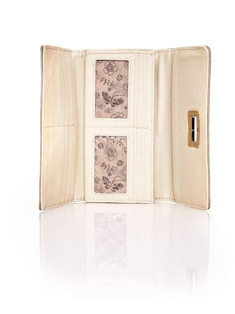 Brązowy fakturowany portfel ze stylizowanym zapięciem                                   zdj.                                  4