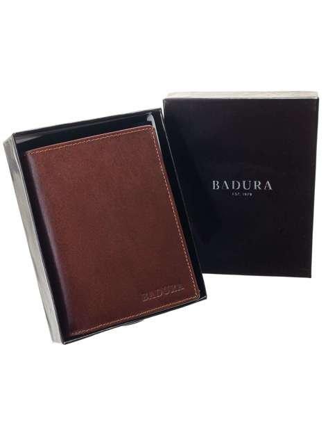 Brązowy pionowy portfel męski BADURA