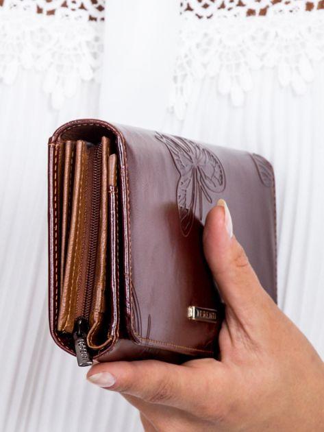 Brązowy portfel damski w motyle                              zdj.                              2