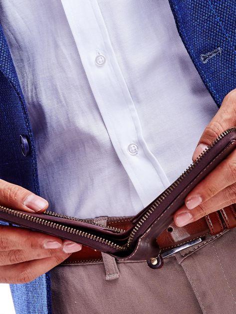 Brązowy portfel dla mężczyzny z tłoczeniem                              zdj.                              4