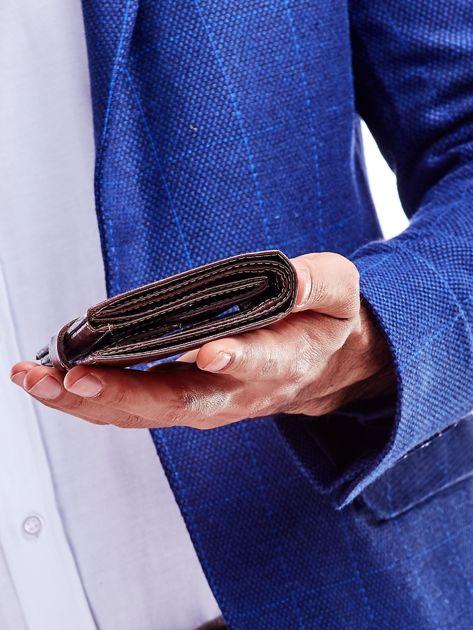 Brązowy portfel dla mężczyzny z zapięciem na zatrzask                              zdj.                              2