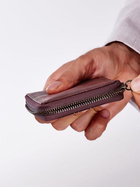Brązowy portfel męski ze skóry z ozdobnymi przeszyciami                              zdj.                              5