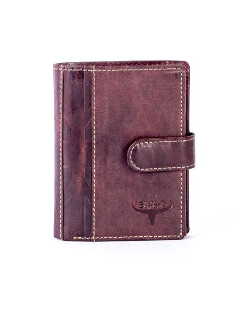 Brązowy portfel męski ze skóry z pionowym tłoczeniem                              zdj.                              1