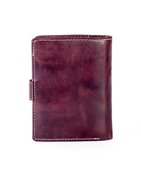 Brązowy portfel męski ze skóry z pionowym tłoczeniem                              zdj.                              2
