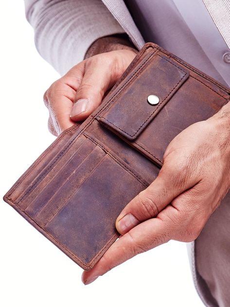 Brązowy portfel skórzany z motywem czaszki                              zdj.                              3