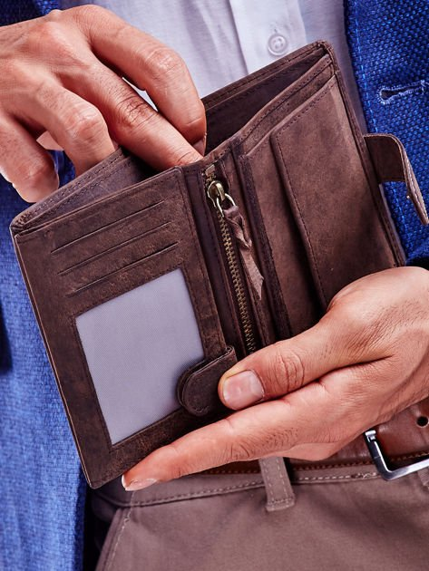 Brązowy skórzany portfel męski z wytłaczanym logiem                              zdj.                              5