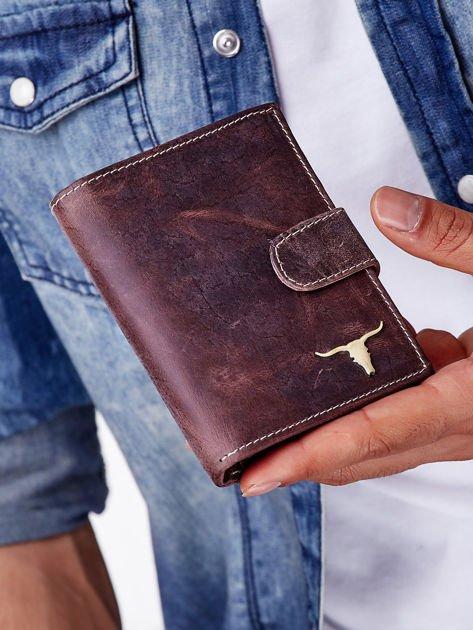 Brązowy skórzany portfel męski z zapięciem na zatrzask                              zdj.                              1