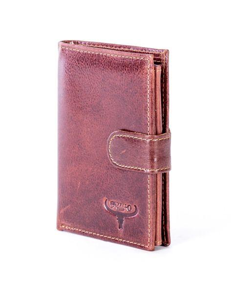 Brązowy skórzany portfel z tłoczeniem i zapięciem na zatrzask                              zdj.                              3