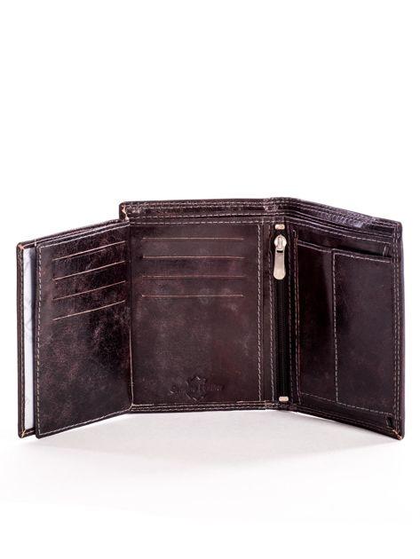 Brązowy skórzany portfel z tłoczonym logiem                              zdj.                              6