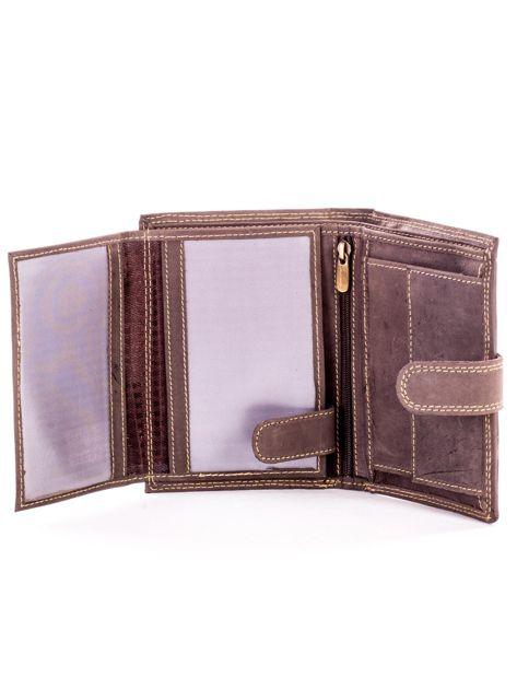 Brązowy skórzany portfel z tłoczonym napisem                              zdj.                              5