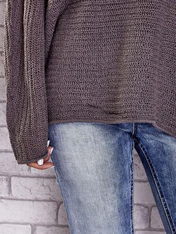 Brązowy sweter oversize z rozcięciami po bokach                                  zdj.                                  7