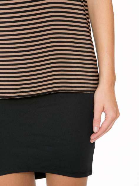 Brązowy t-shirt w paski z reglanowymi rękawami                                  zdj.                                  7