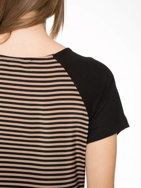 Brązowy t-shirt w paski z reglanowymi rękawami                                  zdj.                                  8