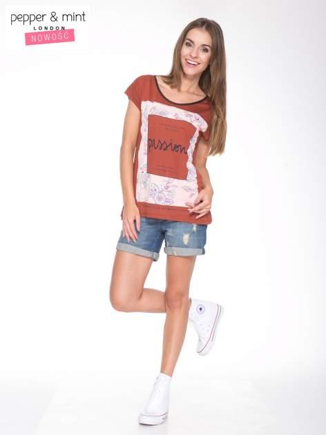 Brązowy t-shirt z nadrukiem PASSION                                  zdj.                                  5