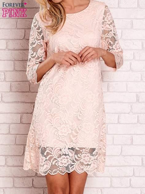 Brzoskwiniowa koronkowa sukienka z wiązaniem na plecach                                  zdj.                                  1