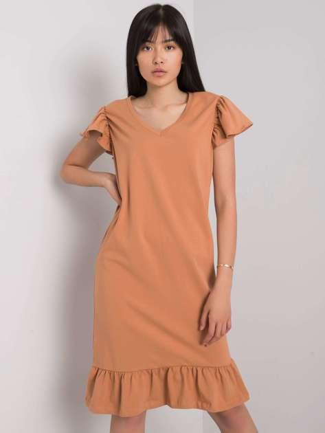 Camelowa sukienka z falbaną Candace