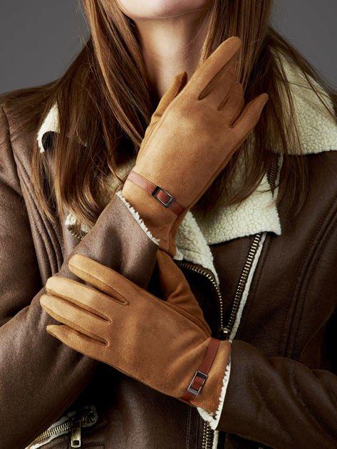 Camelowe rękawiczki damskie z ekologicznego zamszu                              zdj.                              1