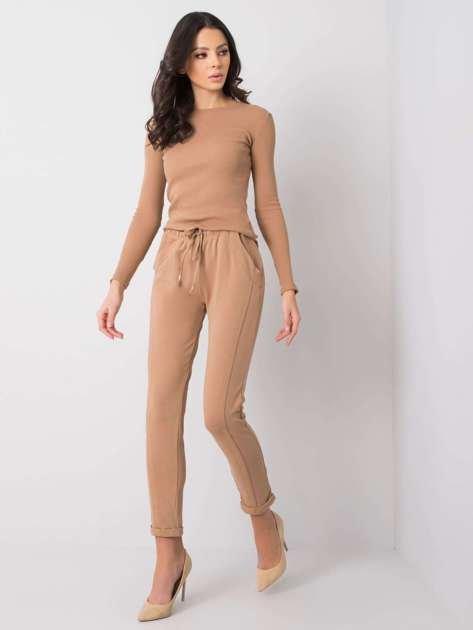 Camelowe spodnie Approachable
