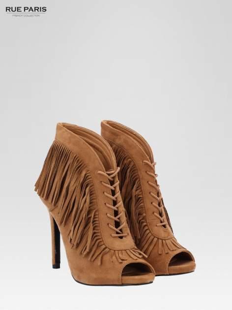 Camelowe sznurowane botki faux suede Lea open toe z frędzlami                                  zdj.                                  3