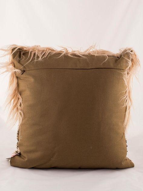 Ciemnobeżowa poduszka z długim włosem i cekinami                              zdj.                              5