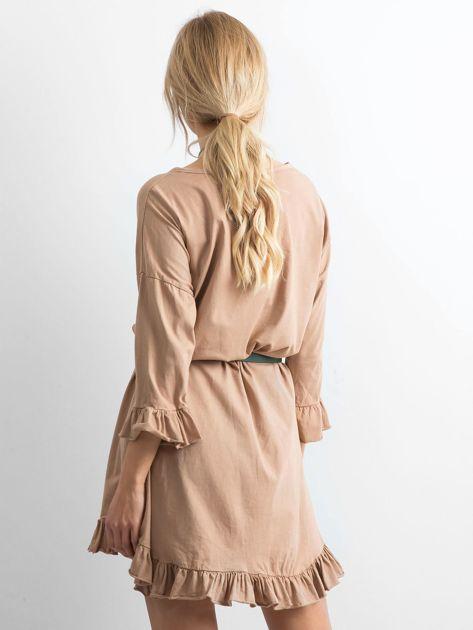 Ciemnobeżowa sukienka z falbanami                              zdj.                              2