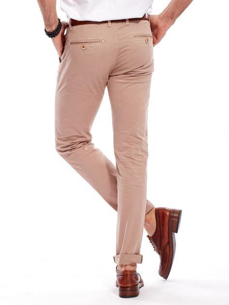 Ciemnobeżowe bawełniane spodnie męskie chinosy                                   zdj.                                  2