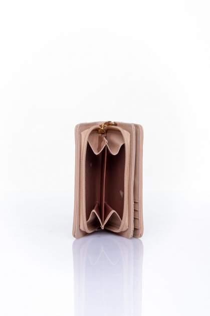 Ciemnobeżowy portfel z plecionkowym wykończeniem                                  zdj.                                  4