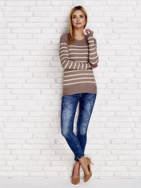 Ciemnobeżowy sweter w paski                              zdj.                              4