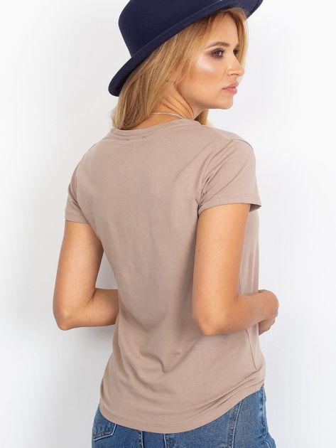 Ciemnobeżowy t-shirt Peachy                              zdj.                              2