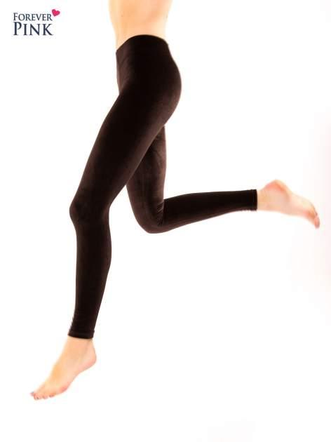 Ciemnobrązowe legginsy z weluru                                  zdj.                                  6