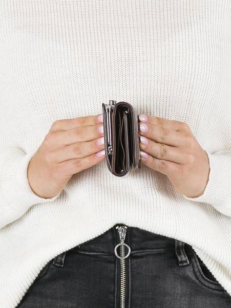 Ciemnobrązowy mały portfel skórzany na bigiel                              zdj.                              2