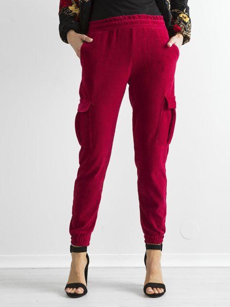 Ciemnoczerwone sztruksowe spodnie z kieszeniami cargo                              zdj.                              1