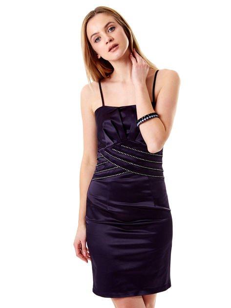 Ciemnofioletowa sukienka z błyszczącą aplikacją                              zdj.                              5