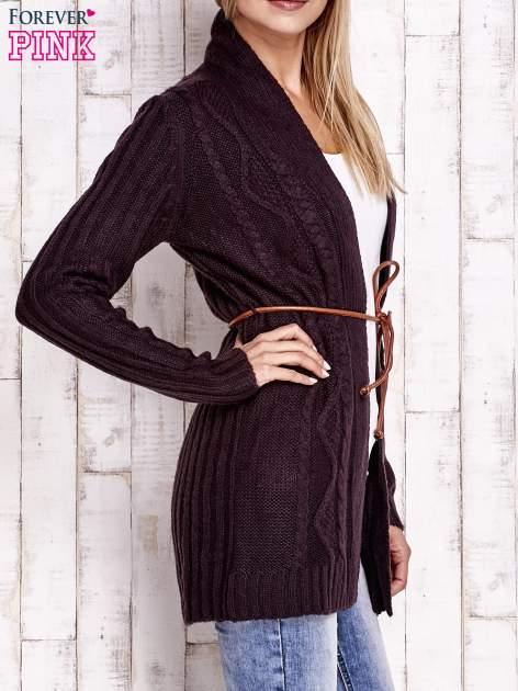 Ciemnofioletowy dzianinowy sweter z wiązaniem                                  zdj.                                  3