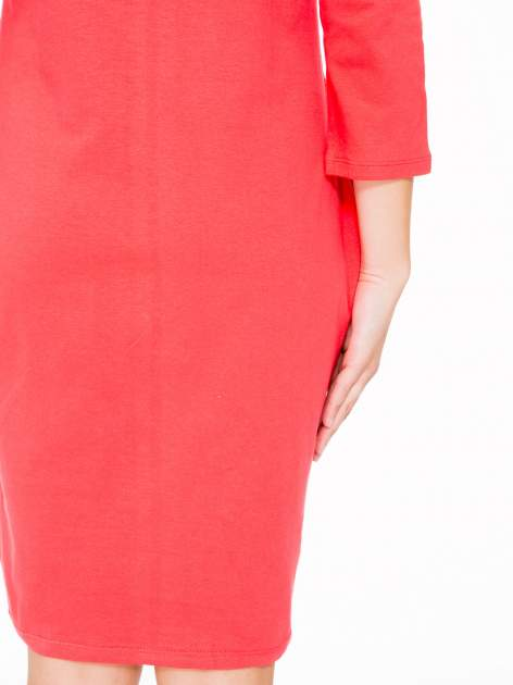 Ciemnokoralowa dresowa sukienka z kieszeniami po bokach                                  zdj.                                  10
